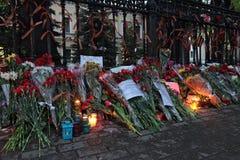 Blommor nära ambassaden av Ukraina Royaltyfria Bilder