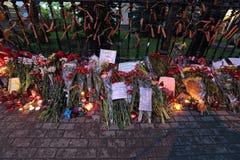 Blommor nära ambassaden av Ukraina Arkivfoton