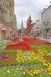 Blommor near den röda fyrkanten, Moskva Arkivfoto