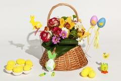 Blommor och ägg Arkivfoto
