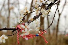 Blommor och band av minnet Arkivfoto