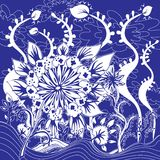 Blommor och lövverkdesign - klotter blått och vitfärger Royaltyfria Bilder