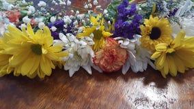 Blommor på bordlägga Royaltyfri Foto