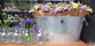 Blommor på den thailändska marknaden Arkivfoton