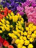 Blommor på marknadsför Royaltyfri Foto