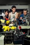 Blommor på produktionen av maskiner på factory3en fotografering för bildbyråer