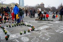 Blommor på protesten, Bucharest, Rumänien Arkivfoton