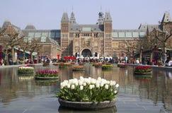 Blommor på Rijksmuseumen i Amsterdam, Holland Fotografering för Bildbyråer