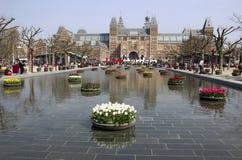 Blommor på Rijksmuseumen i Amsterdam, Holland Royaltyfri Bild