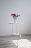 Blommor på tabellen fotografering för bildbyråer
