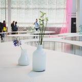 Blommor på Ventura Lambrate utrymme under den Milan Design veckan Royaltyfria Bilder