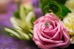 Blommor på ett årsdagparti Arkivbild