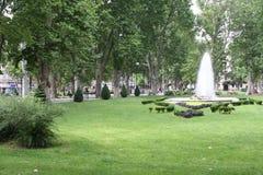 Blommor parkerar in av staden av Zagreb Arkivfoton