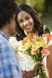blommor som får kvinnan Royaltyfria Foton