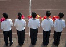 blommor som rymmer tonåringar Fotografering för Bildbyråer