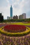 Blommor Taipei 101 Arkivbild