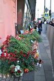 Blommorna och lamporna på institutet för tunnelbanastation av Tech Fotografering för Bildbyråer