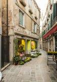 Blomsterhandel i Venedig Royaltyfria Bilder