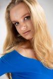 blond överdådig passionstående fotografering för bildbyråer