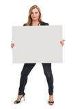 Blond żeńskiego mienia wielki pustego miejsca znak zdjęcie royalty free