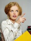 blond affärsflickastående Arkivfoto