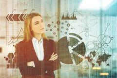 Blond affärskvinna, kontor, tonade grafer Fotografering för Bildbyråer