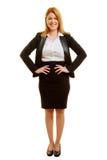 Blond affärskvinna med akimbo armar Arkivbild