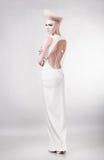 Blond atrakcyjna kobieta w sukni z kreatywnie włosy Obrazy Royalty Free