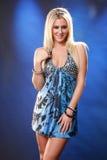 Blond auf Blau Stockbild