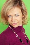 Blond auf dem Grün Lizenzfreie Stockfotos