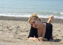 Blond auf dem Strand Stockbilder