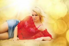 Blond auf dem Strand Lizenzfreies Stockfoto