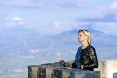 Blond auf Schlossturm Lizenzfreies Stockfoto