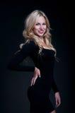 Blond auf Schwarzem Stockfotografie