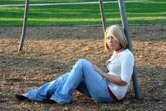 Blond auf Spielplatz Lizenzfreies Stockbild