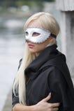 Blond avec le masque photo stock