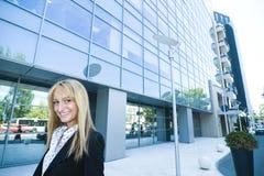 blond biznesu na zewnątrz kobietę zdjęcie stock