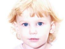 blond blå synad flickahårjordgubbe royaltyfria bilder