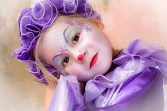 Blond clownflicka royaltyfria foton