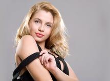 blond curvy flicka arkivbild