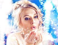 Blond dama dmucha magicznego pył Obraz Royalty Free