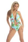 Blond in den blauen Palmen Monokini Lizenzfreies Stockbild