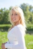 Blond draußen Lizenzfreie Stockbilder