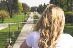 Blond dziewczyna w czecha parku Obrazy Royalty Free