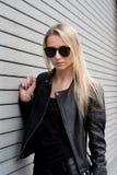 Blond dziewczyna w Rzemiennym stroju Zdjęcia Stock