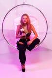 Blond flicka i partiet Arkivfoton