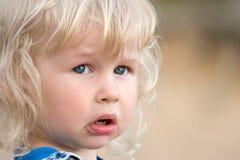 blond flicka little som är SAD Royaltyfria Foton