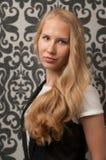 Blond flicka med långt hår royaltyfria bilder