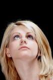blond flicka som ser upp Arkivbilder