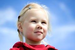 blond flickastående Arkivfoto